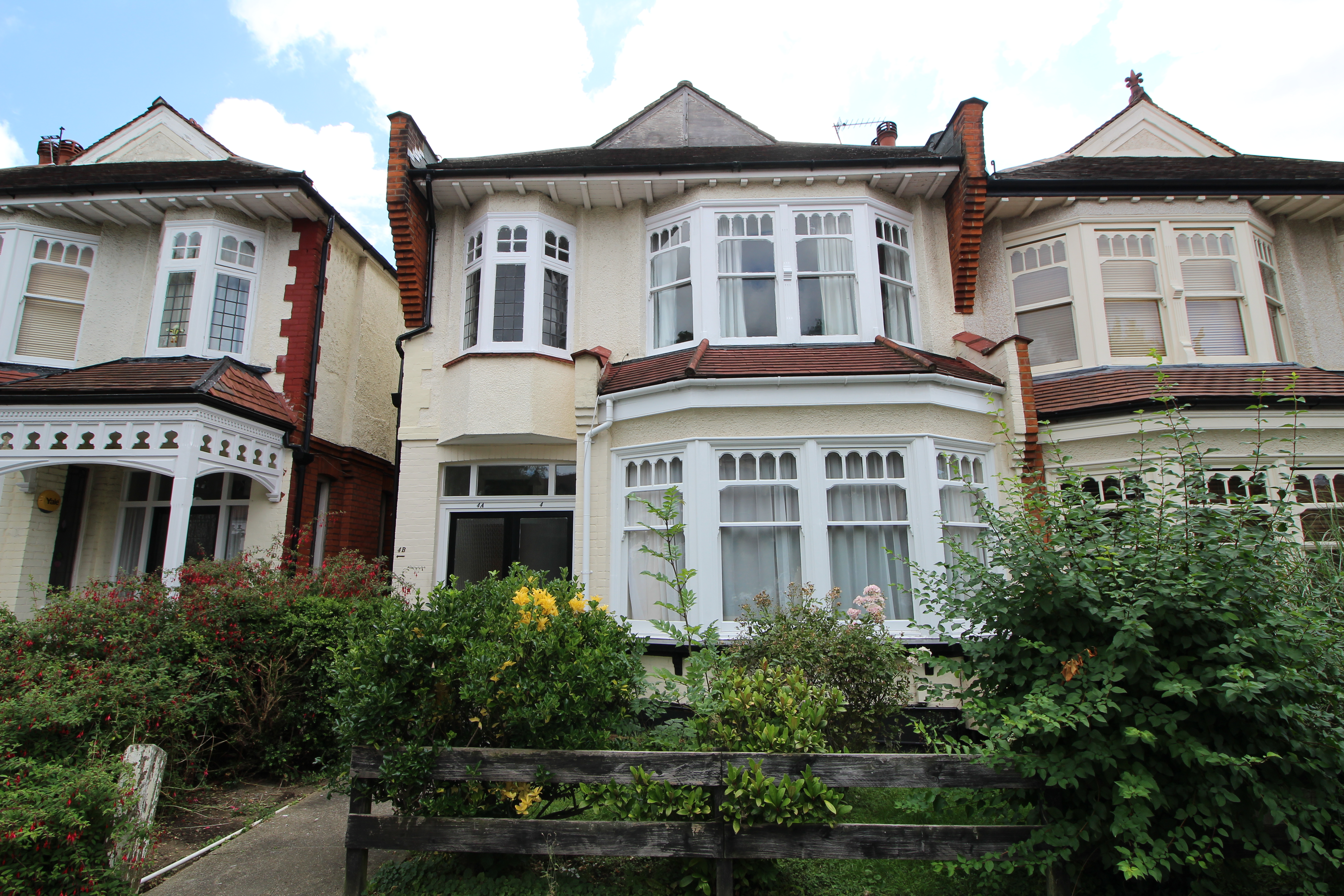 Property to let in burford gardens palmers green n13 for Palmers homes